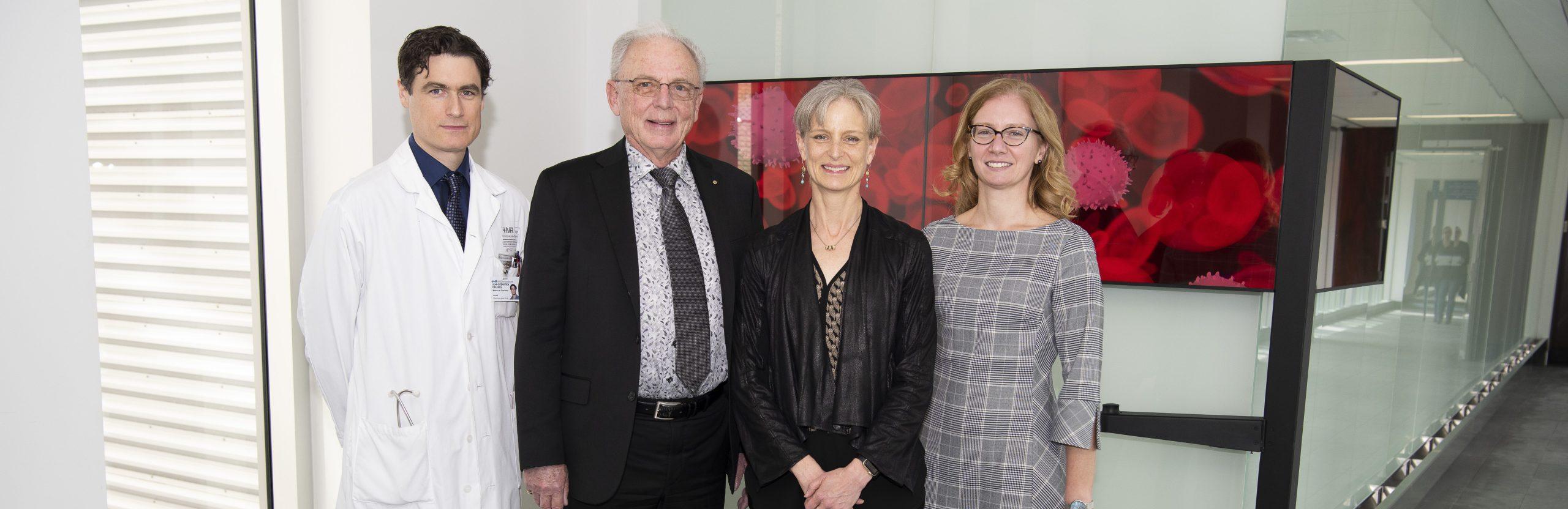 Dr Jean-Sébastien Delisle, hématologue à l'HMR, Dr John Sangster et son épouse, et Dre Isabelle Fleury,hématologue à l'HMR,
